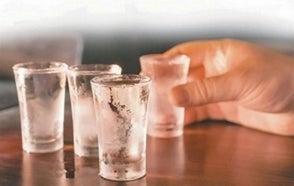 Siete personas han fallecido en Constanza en 72 horas supuestamente por consumir bebida adulterada