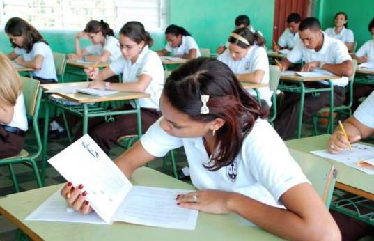 Colegios privados piden a Educación permitirles concluir año escolar de forma virtual