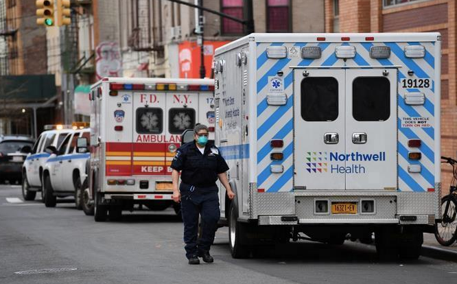 Récord de casi 2.600 muertes por coronavirus en 24 horas en EEUU, según Johns Hopkins