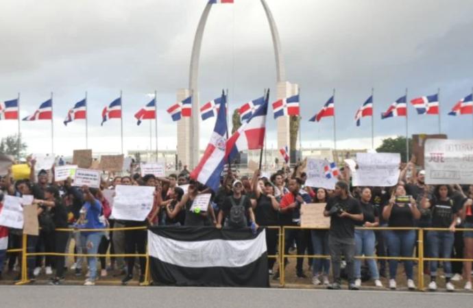 Informe OEA: Posición de los jóvenes que protestaron frente a la Plaza de la Bandera