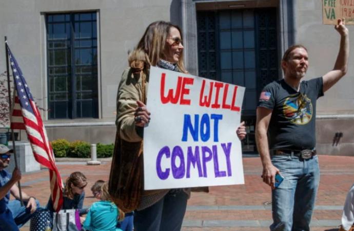 Protestas para levantar cuarentena en EEUU presionan a Trump y a gobernadores