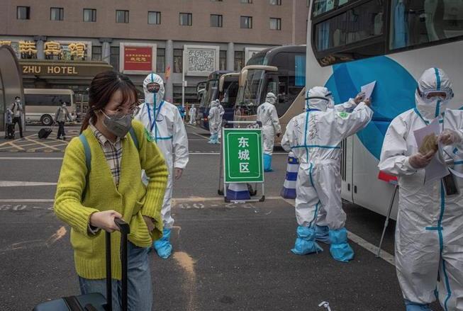 Continúan a la baja los nuevos casos confirmados de coronavirus en China