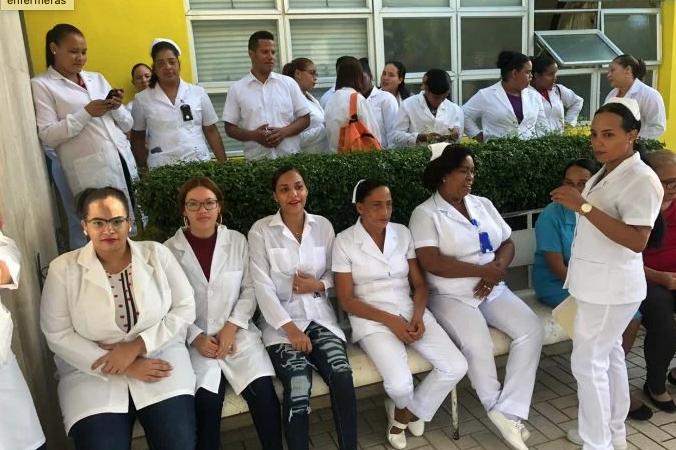 Enfermeras exigen del Gobierno pago extra como a los médicos