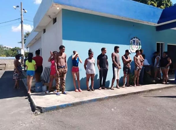 Apresan 16 personas que se bañaban en río de Cotuí