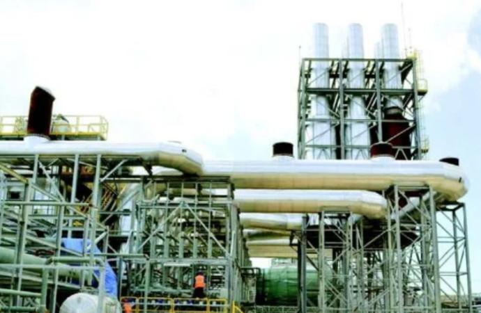 Costo generación de energía baja 46% por caída precios del petróleo
