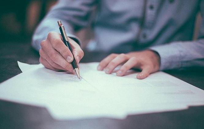 El 95.6% de los trabajadores con contratos suspendidos son técnicos y auxiliares