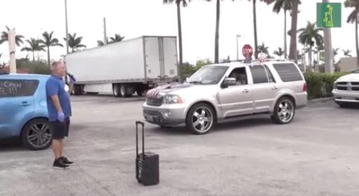 Una caravana en Miami protesta contra el confinamiento