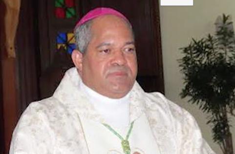 Ahora hasta la iglesia recela del peregrino de Puerto Plata.