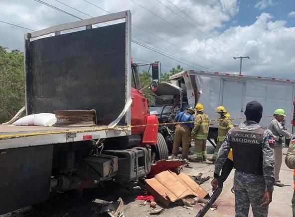 Tres muertos en accidente entre dos vehículos pesados