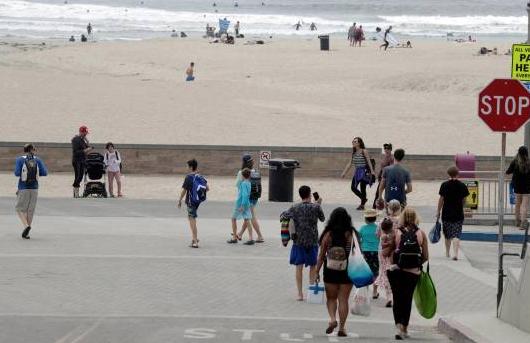 California ordena el cierre de las playas abarrotadas durante fin de semana