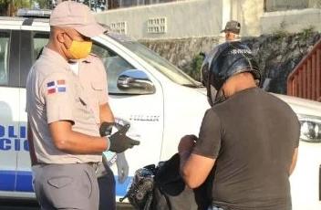 Policías aún no reciben incentivo especial prometido por el gobierno