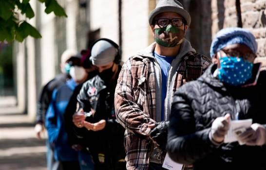Latinos desconfían del manejo de Trump de la pandemia y lo responsabilizan de muertes