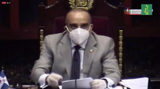 VIDEO | El pleito de Sonia Mateo contra el presidente del Senado, tras enterarse que un vecino murió de COVID-19