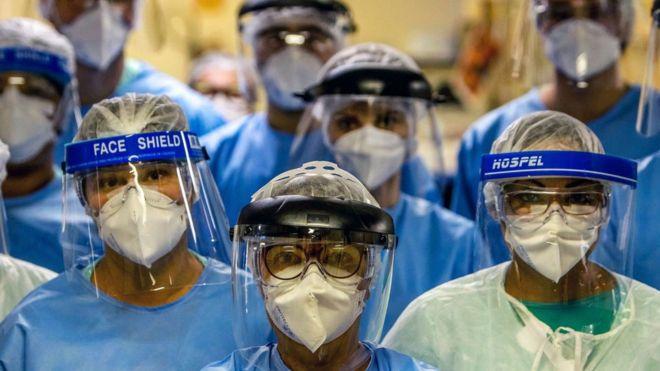 """COVID-19: ¿Seré yo el próximo que se muere?"""": el dramático testimonio de los médicos infectados"""