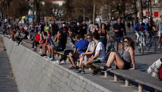 """Alarma en España: millones se """"liberan"""" tras siete semanas de confinamiento"""