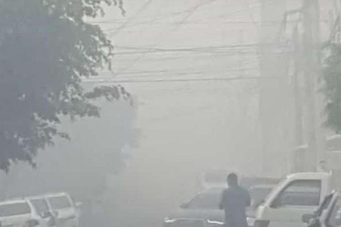 Gran humareda desmiente autoridades afirmaron controlan incendio en Duquesa