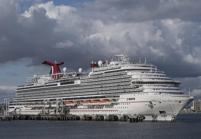 Carnival espera reiniciar algunos cruceros en agosto