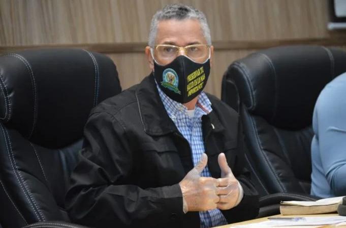 Alcalde Manuel Jiménez renuncia a yipeta de lujo y privilegios