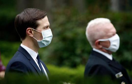 La Casa Blanca exige llevar mascarilla a sus empleados, pero no a Trump