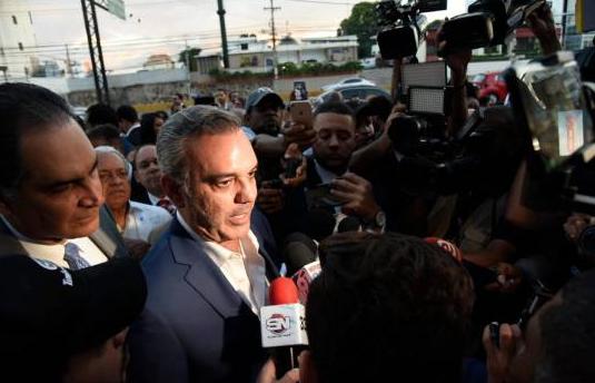 """El plan de Abinader para """"relanzar la economía"""" del país"""