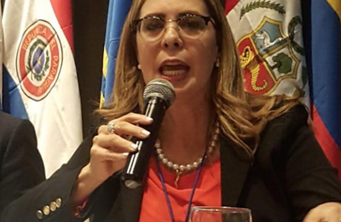 Sergia Elena: Dinero de las AFP se usará en campaña de Gonzalo Castillo