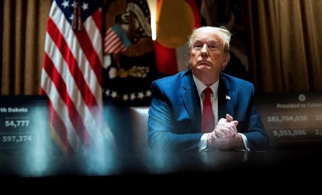 """Trump seguirá tomando hidroxicloroquina por """"curiosidad"""" pese a las críticas"""
