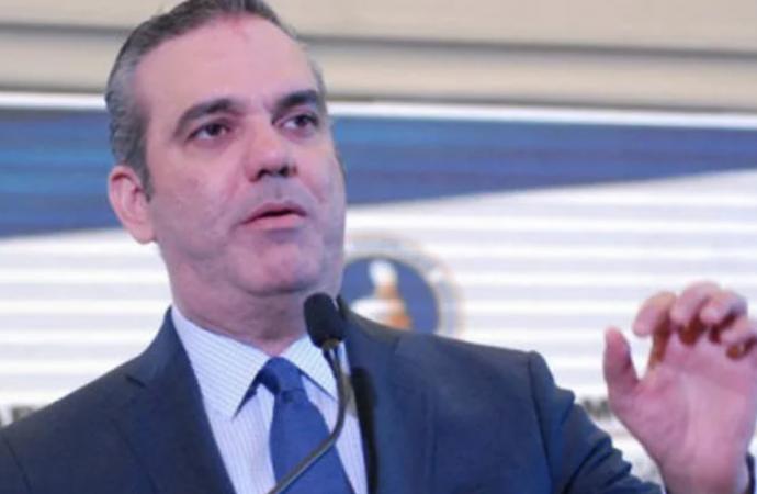 Luis Abinader revela qué pasará con actuales empleados públicos si gana la Presidencia