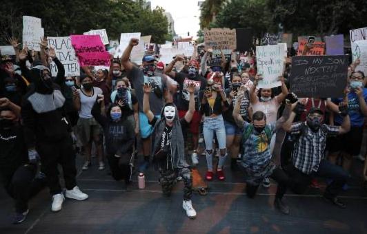 EEUU: Prevén pico de contagios por protestas masivas
