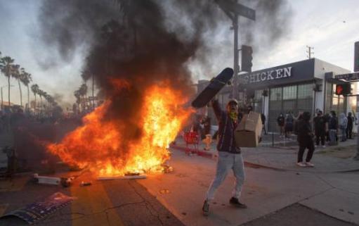 LO ÚLTIMO: NY busca mantener la paz tras días de protestas