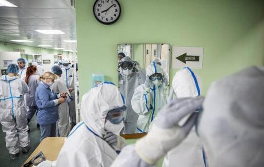 Mujer en Rusia contrae COVID-19 por segunda vez