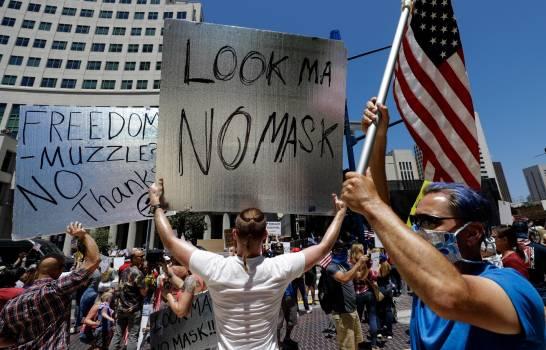 """""""¡Abran California!"""", claman miles de manifestantes que exigen levantar confinamiento"""