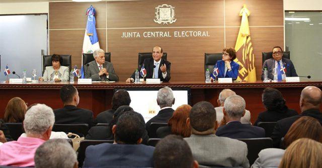 Pleno de la JCE conoce hoy voto en el exterior y varias propuestas de resoluciones