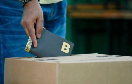 España sugiere a la JCE celebrar el voto en el exterior por correo