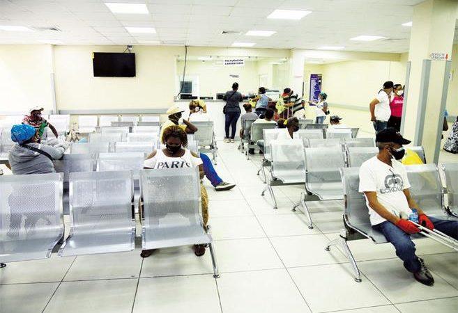 Los centros de salud públicos y privados reabren las consultas