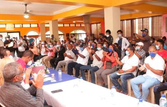 José Ignacio Paliza juramenta dirigentes del PRD y PLD en Barahona