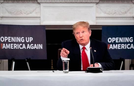 """Trump critica protesta frente a la Casa Blanca por querer """"causar problemas"""""""