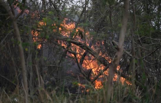 Fuego en el vertedero de Duquesa está fuera de control