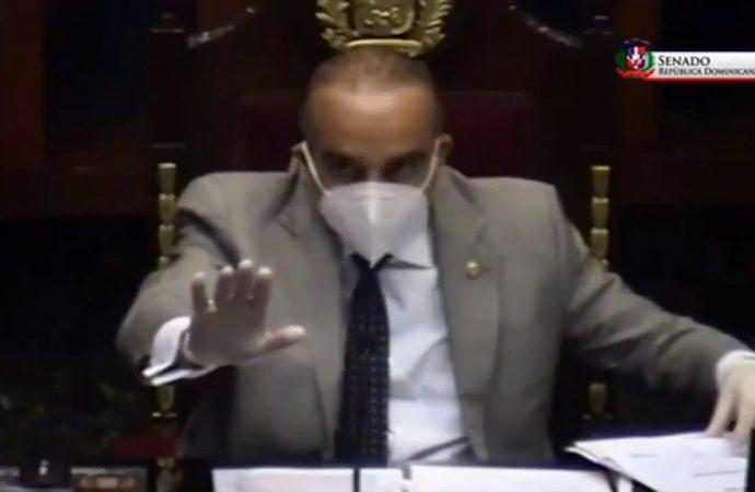 Miren a la senadora que interrumpe una sesión para dar el pésame a un vecino | El Jarabe 15/05/20