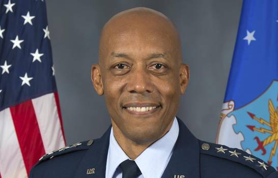 El Senado de EEUU confirma al primer jefe negro de una rama militar
