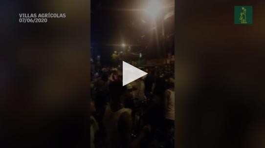 Video | Decenas de personas del sector Villas Agrícolas violentan toque de queda