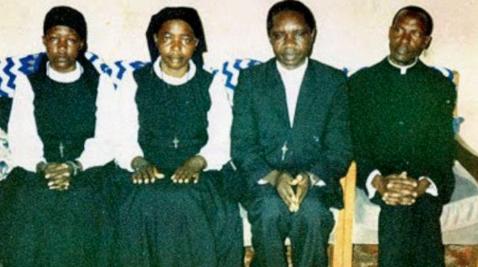 Los líderes de una secta cristiana que quemaron vivos a más de 700 de sus seguidores en una iglesia hace 20 añosHace 20 años, en el distrito Kanungu, en el suroeste de Uganda, cientos de personas fueron encerradas dentro de una iglesia y sus líderes le prendieron fuego desde afuera.