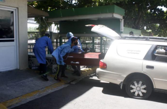 Pacientes de COVID-19 y sus familiares pasan el «Niágara en Bicicleta» en hospital Marcelino Vélez