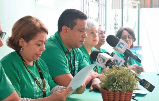 PC dice presidente Medina debe tomar licencia si se integra a campaña electoral