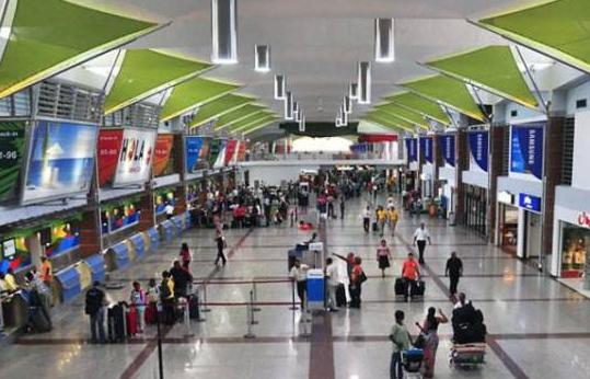 Solo pasajeros, empleados y tripulantes podrán estar dentro de los aeropuertos