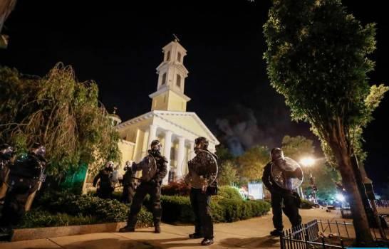 Se incendia iglesia al lado de la Casa Blanca durante protestas en Estados Unidos