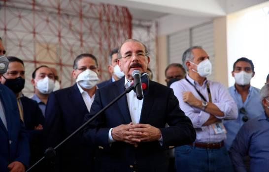 Danilo Medina felicita a Luis Abinader
