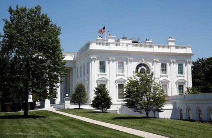 Cierren cafeterías de la Casa Blanca por un caso de COVID-19