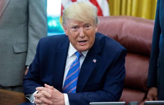 """Trump sostiene que el coronavirus """"simplemente desaparecerá"""" en algún momento"""