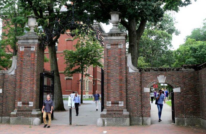 Harvard y MIT demandan al gobierno de Donald Trump por nueva regulación que afecta a los estudiantes internacionales