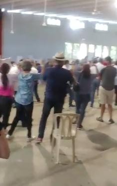 Momento en que Gonzalo Castillo llegó a votar en el colegio Quisqueya